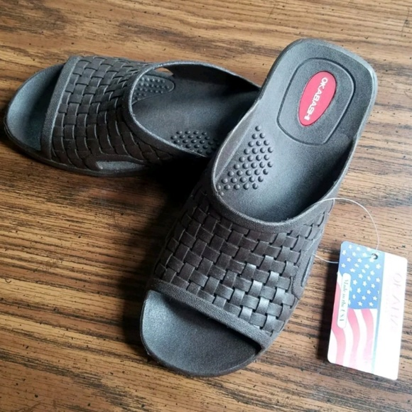 bfdfe700f0fbc8 NWT- Okabashi Slide Sandals Mens ML 7-8